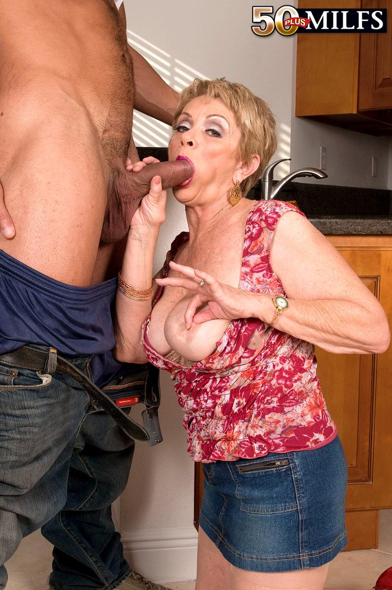 Порно бабушка на кухне
