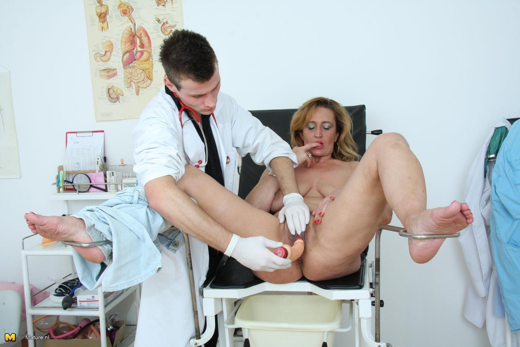 Порно писающие у врача