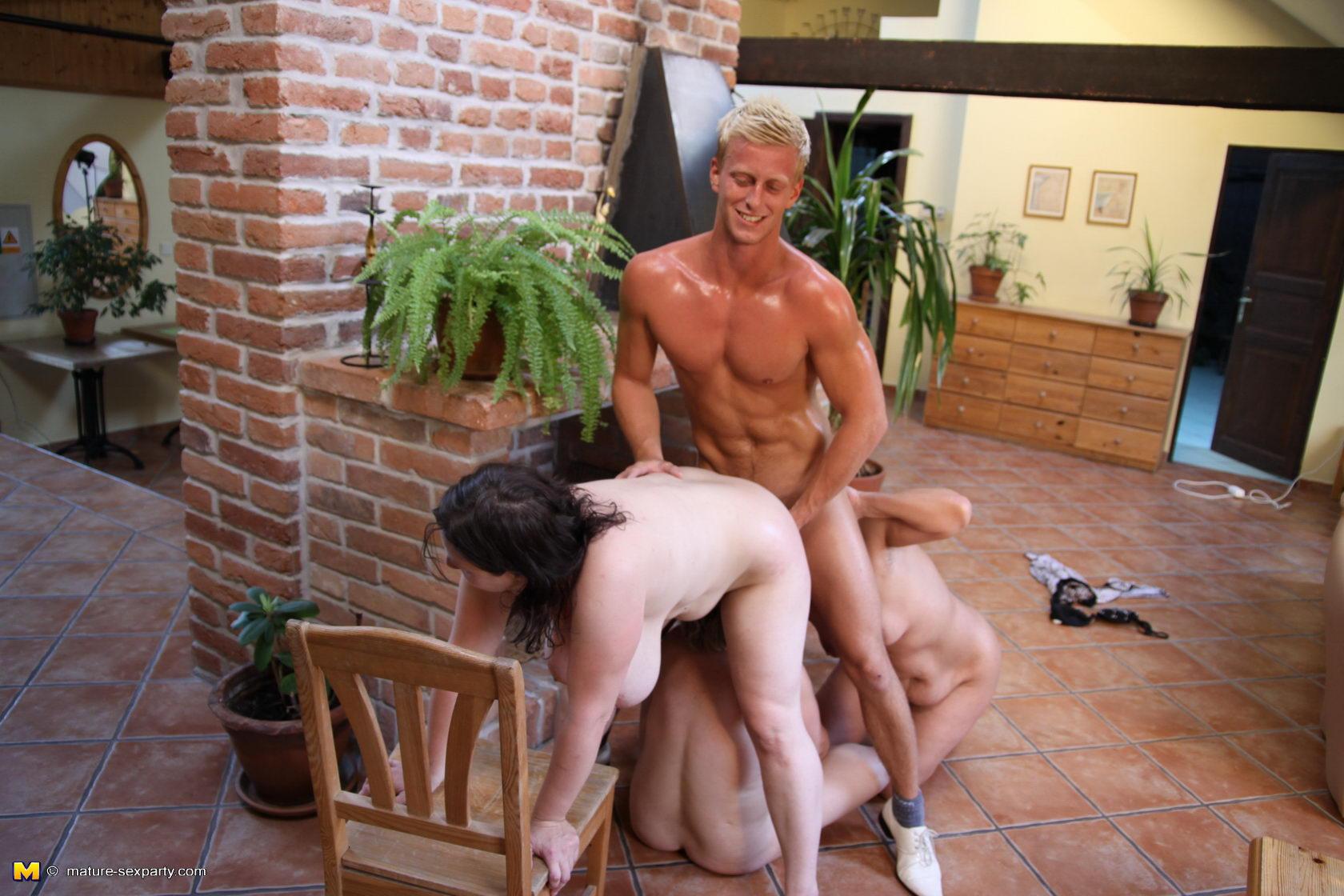 секс разврат порно с пожилыми мужчинами снимает, ребята делают
