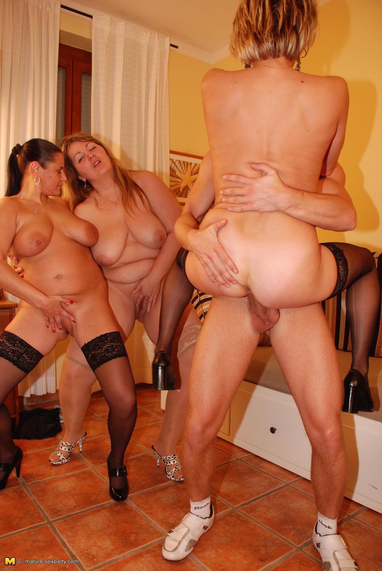 49 Порно фото зрелых женщин трахаются